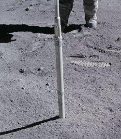 Tubo per estrazione di carote di materiale lunare