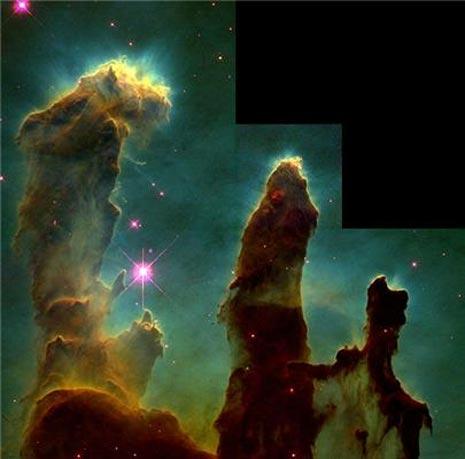 """La stupefacente e famosa immagine ravvicinata dei """"pilastri della creazione"""