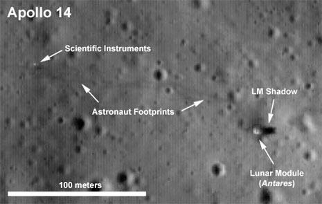 Modulo d'atterraggio dell'Apollo 14, con la sua ombra, altri strumenti scientifici e addirittura le orme degli astronauti!