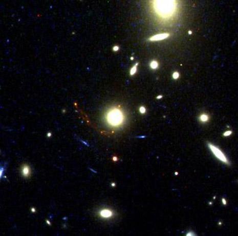 Questa è l'immagine ripresa dallo Space Telescope che mostra la  galassia MS1358arc