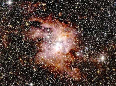 Un'immagine a grande campo della nebulosa NGC 3603