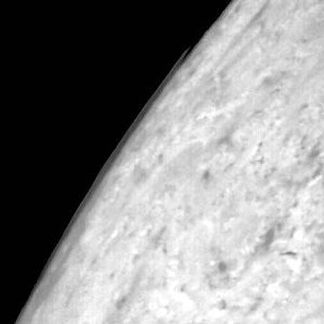 la tenue atmosfera di Tritone è composta da azoto, metano e ossido di carbonio.