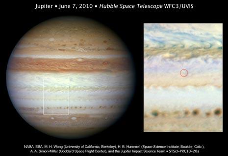una visione ravvicinata di Giove rivela il punto in cui la meteora gigante ha toccato la superficie tre giorni prima