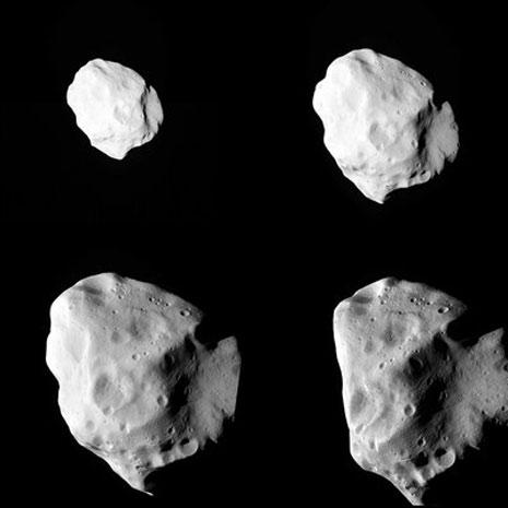 un'immagine composta da quattro immagini dell'asteroide riprese durante le fasi dell'avvicinamento