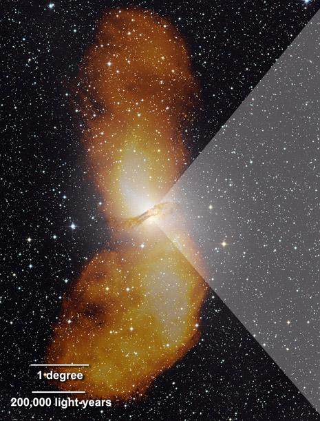 Il vertice del triangolo più chiaro evidenzia Centaurus A