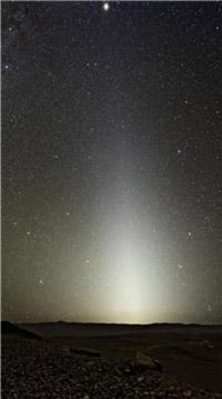 La luce originata dalla polvere zodiacale vista da Paranal in Cile