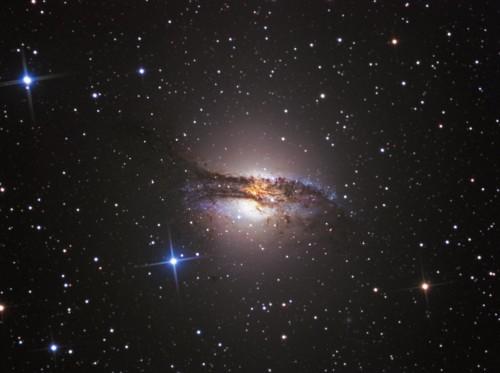 NGC 5128 con la radiosorgente Centaurus A