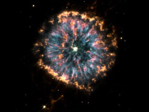 la nebulosa Glowing Eye, NGC 6751