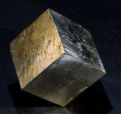 Simmetria di un cristallo di pirite