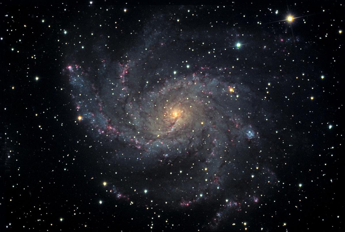la galassia NGC 6946 (Fireworks Galaxy)