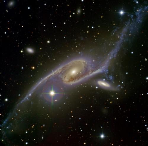 la galassia $NGC$ 6872 e la IC 4970, che stanno interagendo