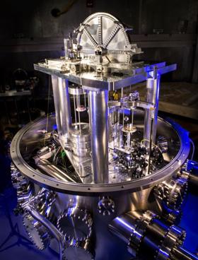 L'apparato strumentale del NIST che sta aiutando i fisici a ridefinire il chilogrammo. Credit: NIST