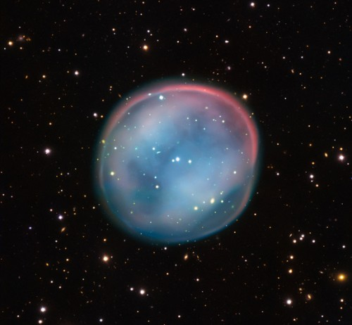 La nebulosa planetaria ESO 378-1, conosciuta come la Nebulosa Civetta dell'emisfero Sud, è formata da gas rilasciati da una stella morente. Questa è la migliore ripresa ottenuta fino ad oggi di questa nebulosa, osservata dal Very Large Telescope dell'European Southern Observatory. Si tratta della prima scoperta tra le fotografie dal telescopio Schmidt di 1 metro dell'ESO. Credit: ESO