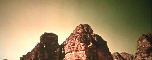 Due montagne di Marte con la Terra visibile