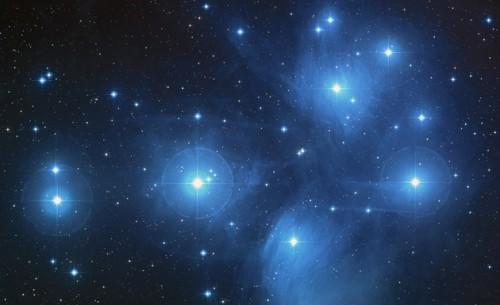 Quanto dista dal Sole l'ammasso stellare delle Pleiadi? Credit: NASA, ESA and AURA/Caltech