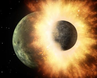Il rapporto tra gli elementi volatili nel mantello terrestre suggerisce che il carbonio presente sul nostro pianeta sia arrivato da una collisione con un pianeta simile a Mercurio circa 100 milioni di anni dopo la formazione della Terra. Nell'immagine, una rappresentazione artistica dell'impatto. Crediti: NASA/JPL-Caltech
