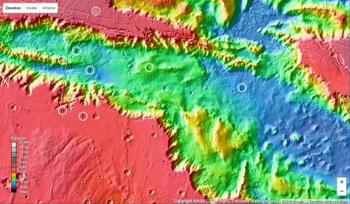 i falsi colori rappresentano le quote dei vari punti della superficie marziana