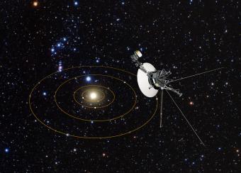 Illustrazione del Sistema solare dal punto di vista della sonda NASA Voyager 1, che si trova ora a quasi 21 miliardi di km dalla Terra, al confine dello spazio interstellare. Crediti: NASA, ESA e G. Bacon (STScI)