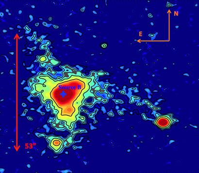 Questa immagine in falsi colori dell'ELAN MAMMOTH-1 indica forma e luminosità superficiale della nebulosa. Le frecce rosse mostrano la sua estensione spaziale. (Image credit: Figure 2 of Cai et al., Astrophysical Journal)
