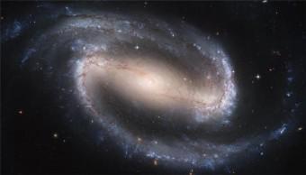 Un'immagine Hubble Space Telescope della galassia a spirale barrata NGC 1300. Crediti: HST / NASA / ESA