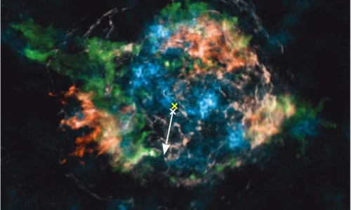 Nell'immagine potete osservare il titanio radioattivo (in blu) e il ferro (in bianco e rosso) nei resti della supernova Cas A. Crediti: Macmillan Publishers Ltd: Nature; from Grefenstette et al., Nature 506, 339 (2014); Fe distribution courtesy of U.~Hwang.