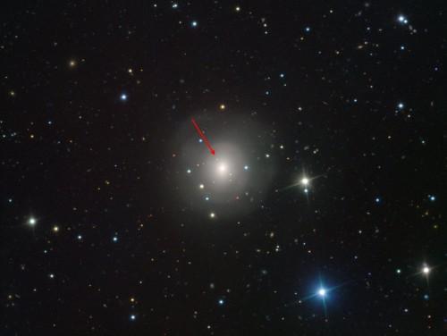 Immagine VIMOS della galassia Ngc 4993 che mostra (indicata dalla freccia) la controparte ottica della fusione di una coppia di stelle di neutroni. Crediti: Eso