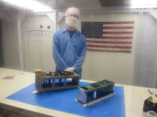 Il CubeSat Csswe in camera pulita. Crediti: Università del Colorado a Boulder