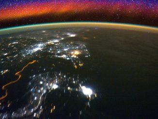 La luminescenza notturna catturata dalla ISS. Credit NASA