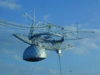 Il radiotelescopio Arecibo. Credit NaicEDU
