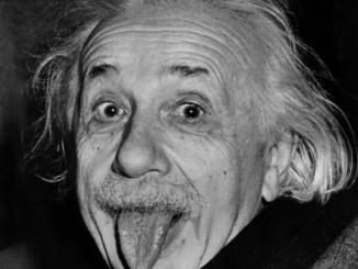 Celebre fotografia di Einstein. Fonte: ilfotografo.it