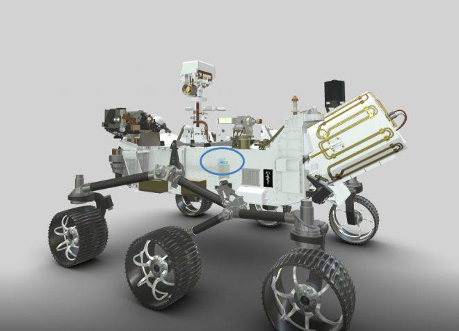 Il microfono EDL, evidenziato in blu, sul lato sinistro del rover.
